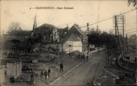 Ak Hazebrouck Nord, Route Nationale, Straßenpartie im Ort, Kirchturm