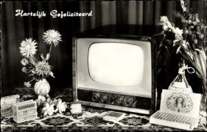 Ak Glückwunsch Geburtstag, Fernseher, Blumenstrauß, Uhr, Zigarren