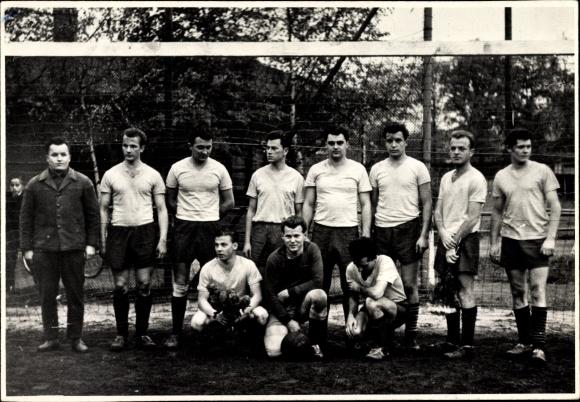 best website 838d4 353ad Foto Gruppenbild, Fußballmannschaft in Trikots, Tor