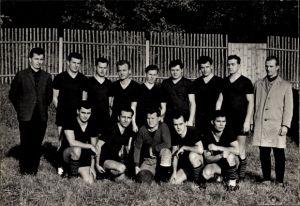Foto Gruppenbild, Fußballmannschaft in Trikots
