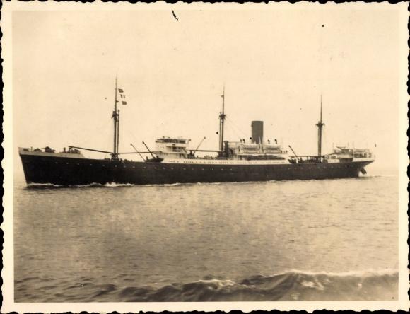 Foto Schiff in voller Fahrt, Ansicht Backbord