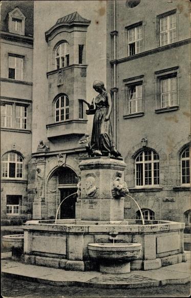 Ak Döbeln in Mittelsachsen, Partie am Schlegelbrunnen vor dem Rathaus