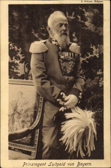 Ak Prinzregent Luitpold von Bayern, Standportrait in Uniform, Zieher 132
