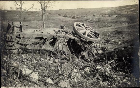 Foto Ak Morval Pas de Calais, Zerschossene 15 cm Haubitze einer bayrischen Batterie, I. WK