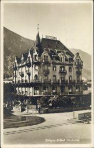 Ak Brig Brigue Glis Kt. Wallis Schweiz, Hôtel Victoria, Zapfsäule