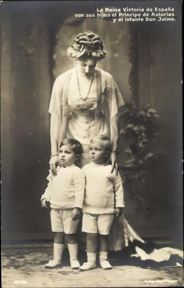 Ak Victoria Eugénie von Battenberg, Königin von Spanien mit zwei ihrer Kinder