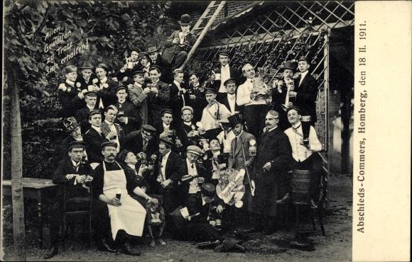 Studentika Ak Homberg an der Efze in Hessen, Abschiedscommers 1911, Studenten mit Bierkrügen, Hund