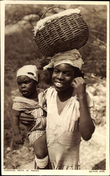 Ak Curacao, Native Girl, Mädchen mit Kleinkind auf dem Arm und Korb auf dem Kopf