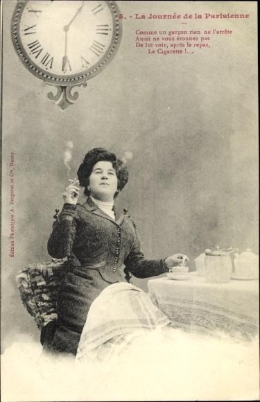 Ak La Journée de la Parisienne, Frauenportrait, Zigarette rauchend, Uhr