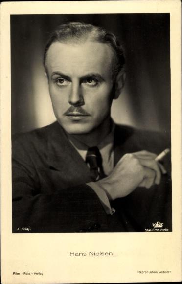 Ak Schauspieler Hans Nielsen, Portrait, Zigarette, Tobis Film