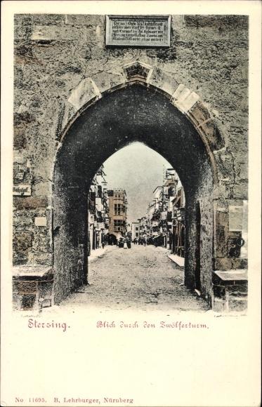 Ak Sterzing Vipiteno Südtirol, Blick durch den Zwölferturm