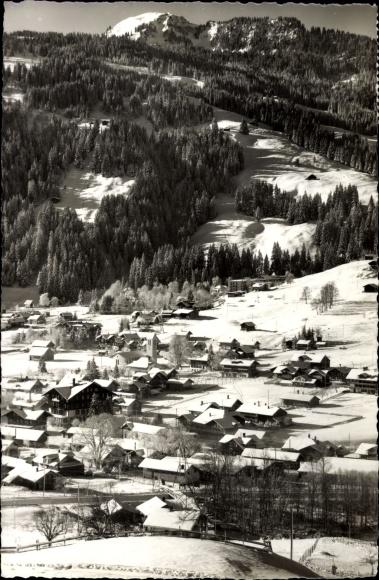 Ak Lenk Kt. Bern Schweiz, Winterpartie mit Blick auf Ortschaft