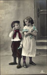 Ak Kinderportrait, Junge, Zigarre rauchend, Streichhölzer