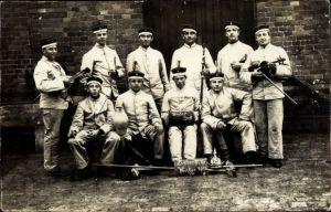 Foto Ak Deutsche Soldaten in Uniformen, Gruppenportrait, Weiße Uniformen, Instrumente, I. WK