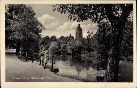 Ak Delitzsch in Nordsachsen, Blick auf den Halleschen Turm, Passanten