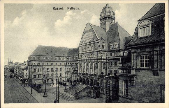 Ak Kassel in Hessen, Außenansicht vom Rathaus, Treppenaufgang