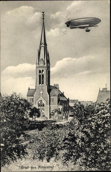 Ak Berlin Treptow Adlershof, Luftschiff über der Kirche