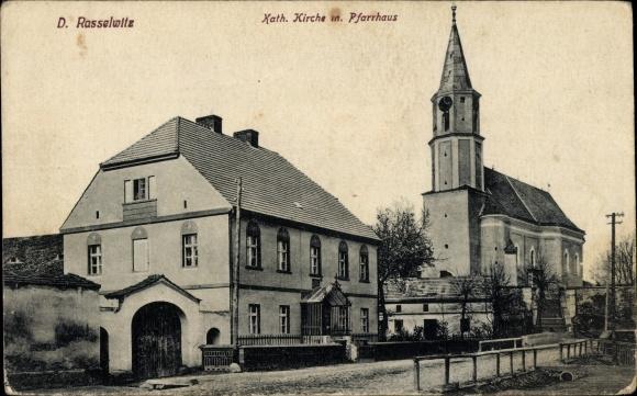 Ak Racławice Śląskie Deutsch Rasselwitz Schlesien, Kath. Kirche mit Pfarrhaus