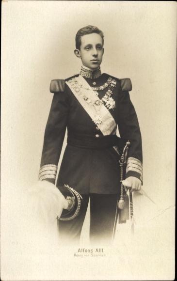 Ak König Alfons XIII von Spanien, Portrait in Uniform, Orden