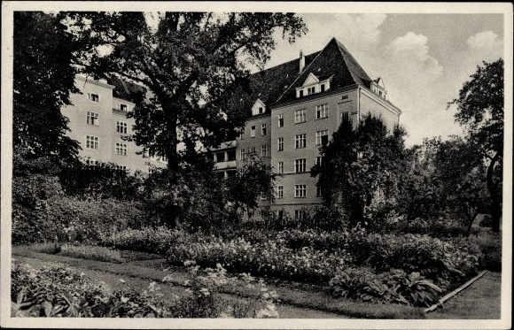 Ak Berlin Wedding, Gartenpartie am Paul Gerhard Stift, Müllerstraße 56 - 58, Mutterhaus, Krankenhaus