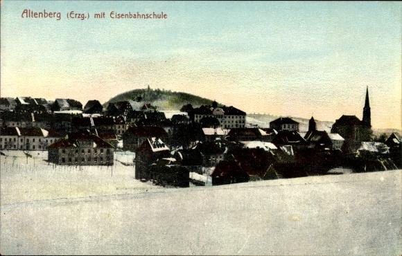 Ak Altenberg im Osterzgebirge, Blick auf den Ort mit Eisenbahnschule im Winter