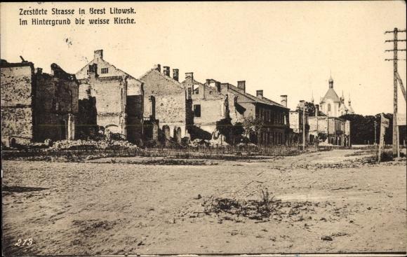 Ak Brest Litowsk Weißrussland, Zerstörte Straße, Die weiße Kirche, Kriegszerstörungen, I. WK