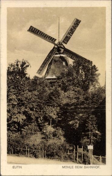 Ak Eutin in Ostholstein, Blick zur Windmühle beim Bahnhof