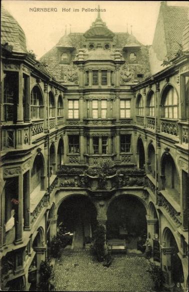 Ak Nürnberg in Mittelfranken Bayern, Blick auf den Hof im Pellerhaus
