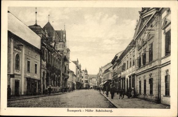 Ak Šumperk Mährisch Schönberg Reg. Olmütz, Straßenpartie, Geschäfte, Passanten