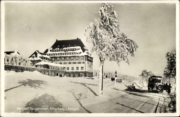 Ak Altenberg im Osterzgebirge, Seitenblick auf den Berghof Raupennest im Winter