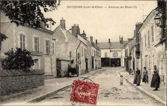 Ak Oucques Loir et Cher, Avenue de Blois, Gendarmerie Nationale, Bicyclettes, Fahrradgeschäft
