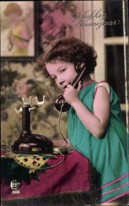 Ak Glückwunsch Neujahr, Gelukkig Nieuwjaar, Mädchen am Telefon