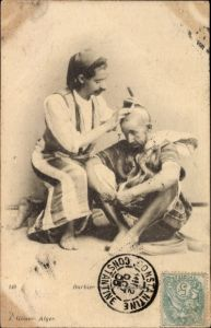 Ak Algerien, Barbier maure et mozabite, Barbier bei der Arbeit