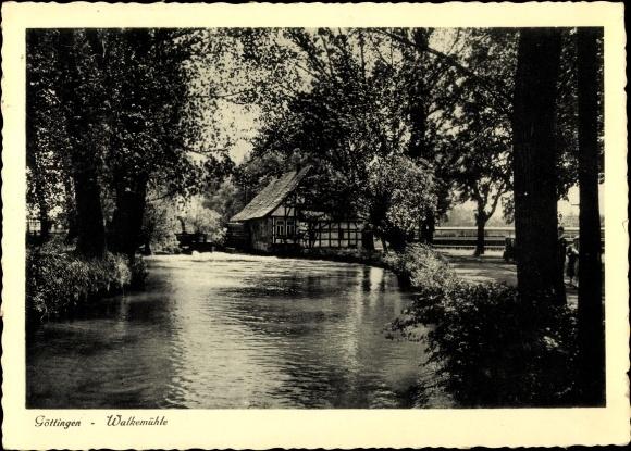 Ak Göttingen in Niedersachsen, Flusspartie mit Blick zur Walkemühle