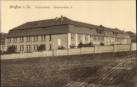 Ak Meißen in Sachsen, Blick in die Polizeischule, Beamtenhaus I, Felder