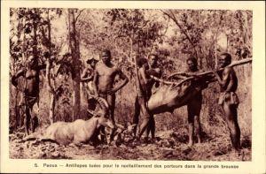 Ak Paoua, Antilopes tuées pour le ravitaillement des porteurs dans la grande brousse, Antilopenjagd