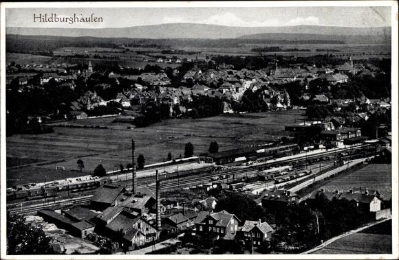 Ak Hildburghausen im Tal der Werra Thüringen, Panorama vom Ort, Bahnhof