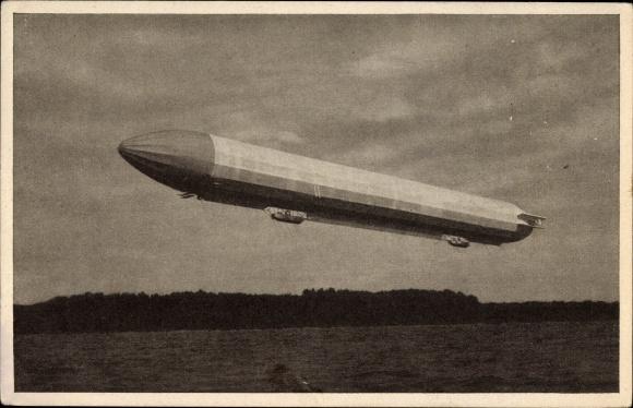Ak Zeppelin Luftschiff über einem See schwebend