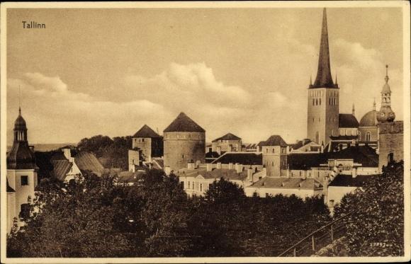 Ak Tallinn Reval Estland, Teilansicht, Blick über die Dächer der Stadt, Türme