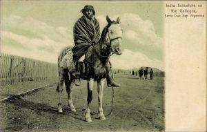 Ak Santa Cruz Argentinien, Indio Tehuelche en Rio Gallegos, Argentinischer Indio auf einem Pferd