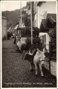 Ak Clovelly South West England, High Street by Post Office, Straßenpartie, Postamt, Esel