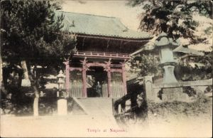 Ak Nagasaki Präf. Nagasaki Japan, Temple, Eingangstor des Tempels
