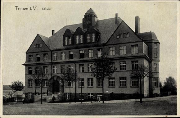 Ak Treuen im Vogtland Sachsen, Blick auf die Schule