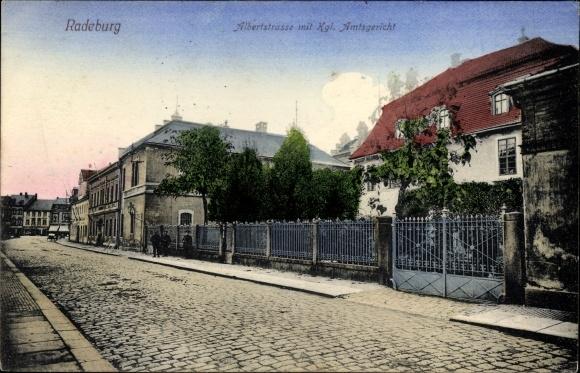 Ak Radeburg in Sachsen, Albertstraße mit Kgl. Amtsgericht