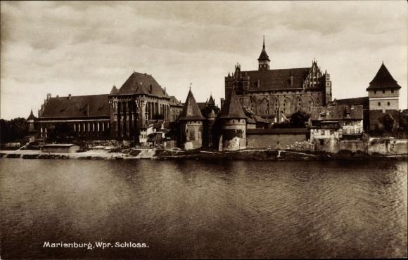 Ak Malbork Marienburg Westpreußen, Blick auf das Schloss, Flusspartie
