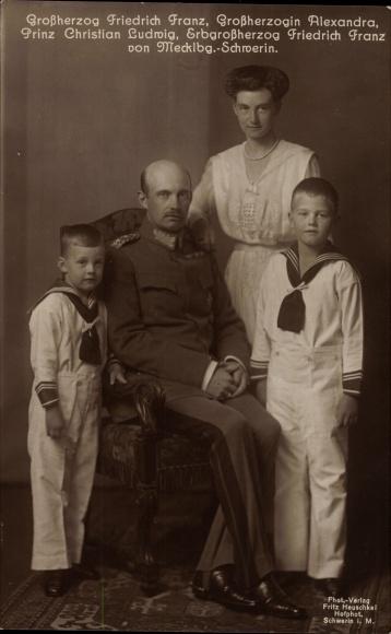 Ak Großherzog Friedrich Franz von Mecklenburg Schwerin, Großherzogin Alexandra, Prinzen