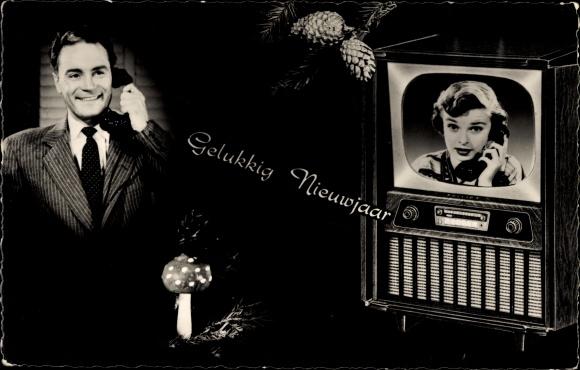 Ak Glückwunsch Neujahr, Mann und Frau am Telefon, Fernseher, Fliegenpilz