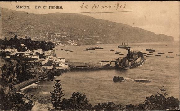 Ak Insel Madeira Portugal, Bay of Funchal, Bucht, Blick auf den Ort, Dampfschiff