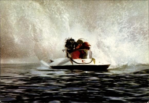 Ak Motorboot auf dem Wasser, Rennfahrer, spritzendes Wasser