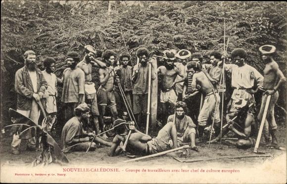 Ak Neukaledonien, Groupe de travailleurs avec leur chef de culture européen